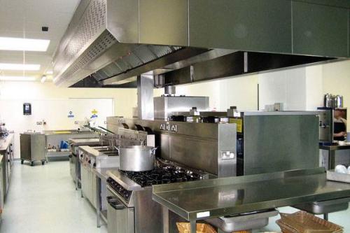 沈阳:给餐饮后厨配上智能设备 食品安全看得见