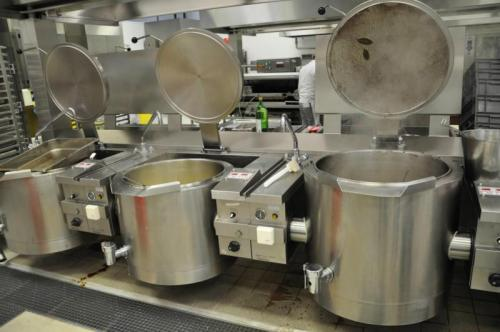 中央厨房设备批量制作让菜品实现快速出炉