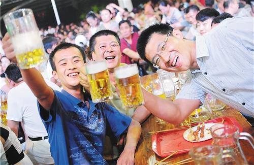 """青岛啤酒节在全国40多座城市""""绽放"""""""
